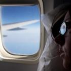 Pourquoi ouvrir les hublots en avion, au décollage et à l'atterrissage ? L'hôtesse de l'air était incapable de me répondre.