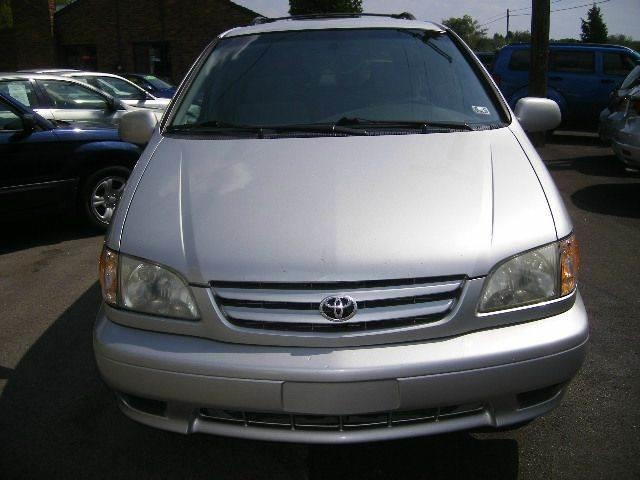 Clean Toyota Siena For Sale Call: 09033011407